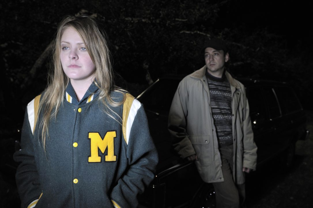 Hat Ladewig (Michael Farrell, r.) die 15-jährigen Deanna Gillean (Shyana Fairman, l.) aus Michigan ermordet? - Bildquelle: Ben Mark Holzberg Cineflix 2010