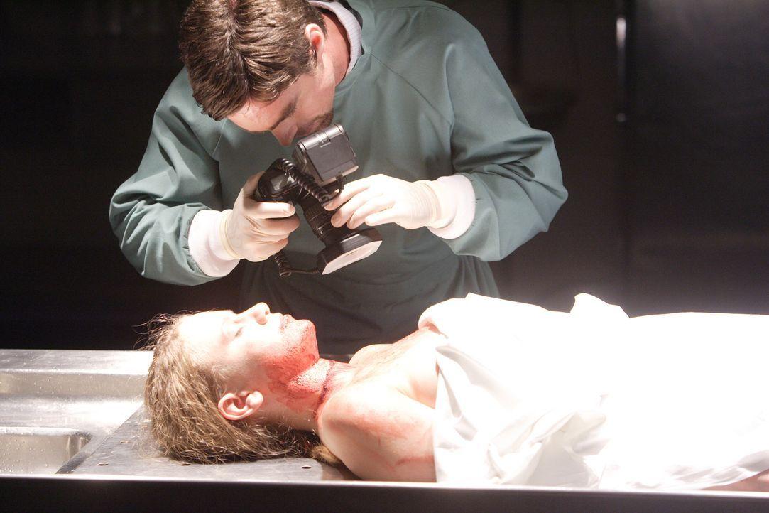 Die 15-jährige Naomi Smith (Cecilia McHugh, liegend) sollte nur kurz einen Brief für ihre Eltern abgeben und kam nie wieder nach Hause zurück. Paul... - Bildquelle: Cineflix 2008