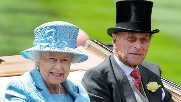 Bereits mit 21 Jahren heiratet Queen Elizabeth II. ihre große Liebe, Prinz Ph...