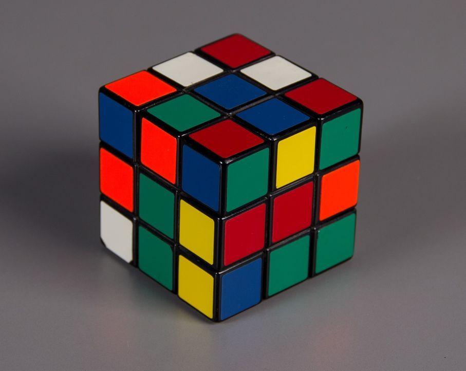 Der Zauberwürfel, ein Drehpuzzle, wurde vom ungarischen Bauingenieur und Architekten Ernö Rubik erfunden. Es erfreute sich insbesondere Anfang der 1... - Bildquelle: 2014, The Travel Channel, L.L.C. All Rights Reserved.