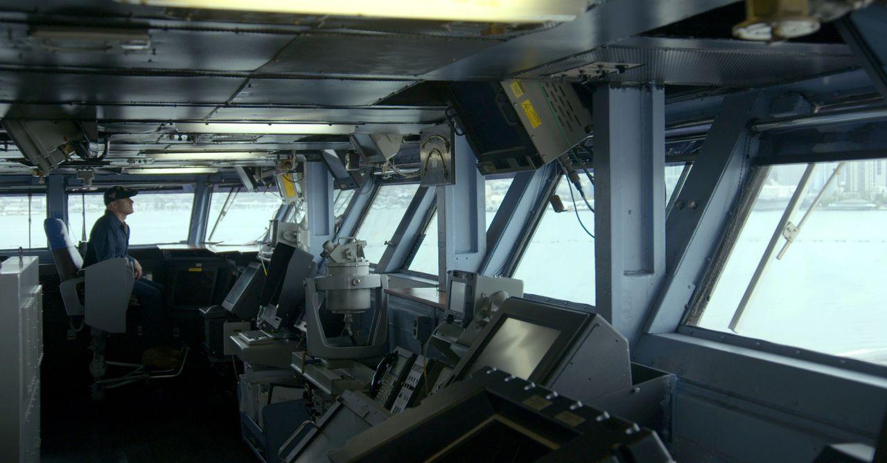 Ingenieur Chad Zdenek nimmt heute einen wichtigen Flugzeugträger genau unter... - Bildquelle: 360 Production LTD
