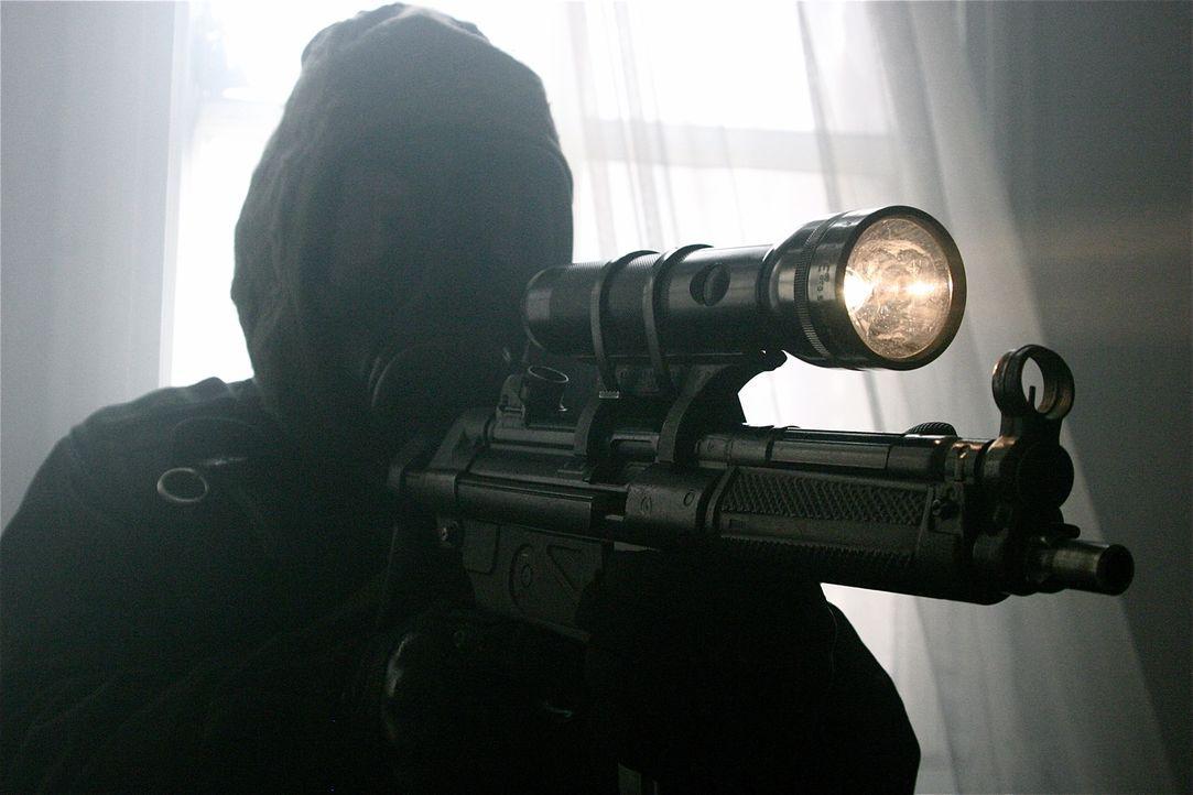 """Wie gelang es den Elitekämpfern der SAS im Jahr 1980, die Geiseln aus der iranischen Botschaft in London zu befreien? """"Spezialeinheiten im Einsatz""""... - Bildquelle: James Leigh 2008 DANGEROUS FILMS"""