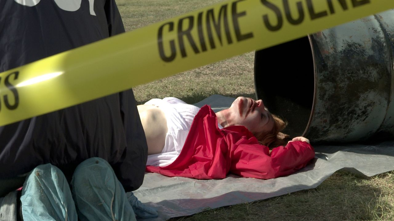 Schrecklicher Fund: Im Jahr 1994 wird die Leiche der jungen Mutter Susan Verstegen (Kara Rainer) in einem 55-Gallonen-Müllfass entdeckt: Ist sie in... - Bildquelle: LMNO Cable Group