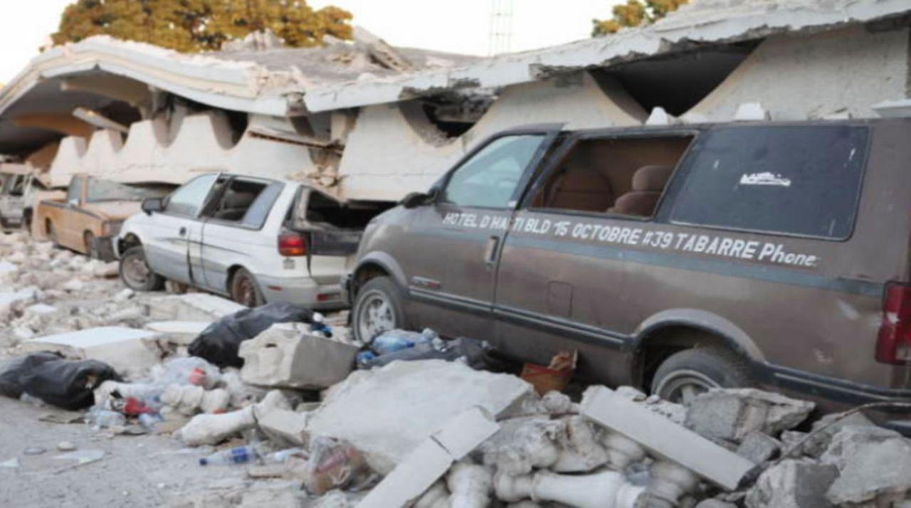 """Könnte eine falsche Bautechnik für den Tod von mehr als 200 000 Menschen auf Haiti schuld sein? Dieser und anderen Fragen geht die Dokumentation """"Ka... - Bildquelle: 2015 A&E TELEVISION NETWORKS, LLC. ALL RIGHTS RESERVED."""