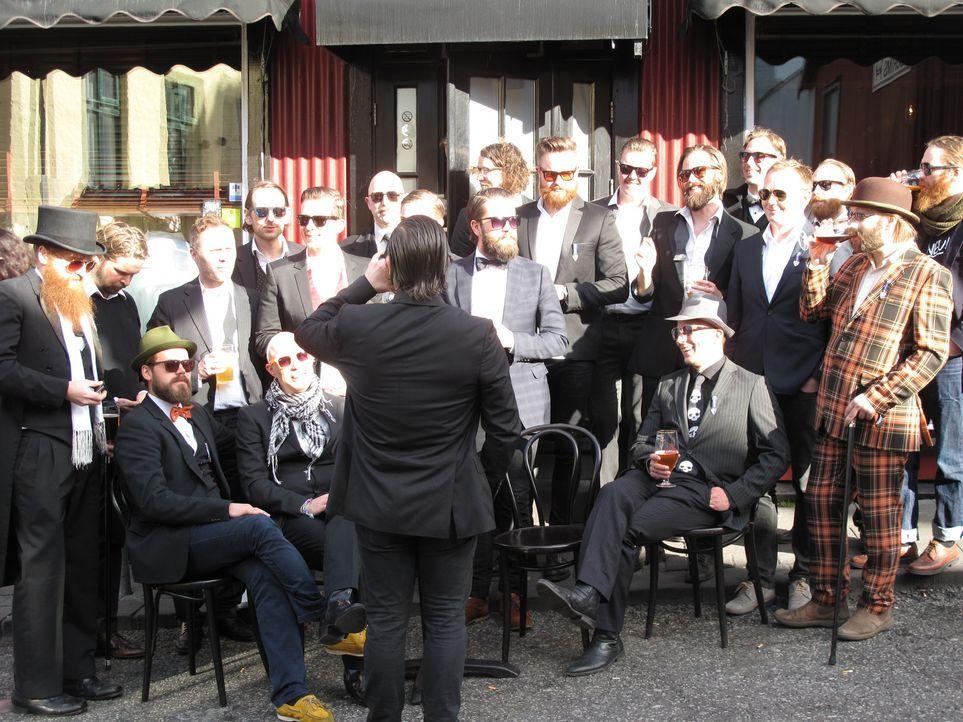 Moos-Schnaps, vulkanisches Bier und Kneipentouren halten die Isländer am Rande der Arktis warm. Trotz hoher Steuern auf Alkohol genehmigen sich die... - Bildquelle: 2014, The Travel Channel, L.L.C. All Rights Reserved.