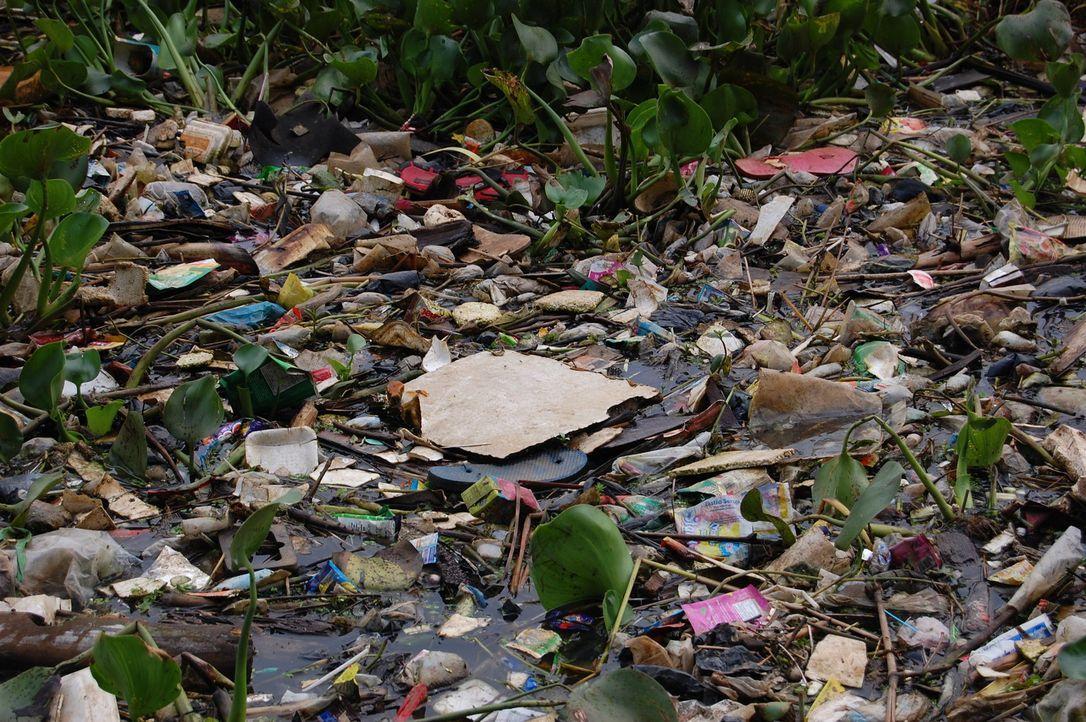 Der Citarum Fluss in Indonesien ist einer der am stärksten verschmutzten Flüsse der Welt ... - Bildquelle: Quicksilver Media 2012