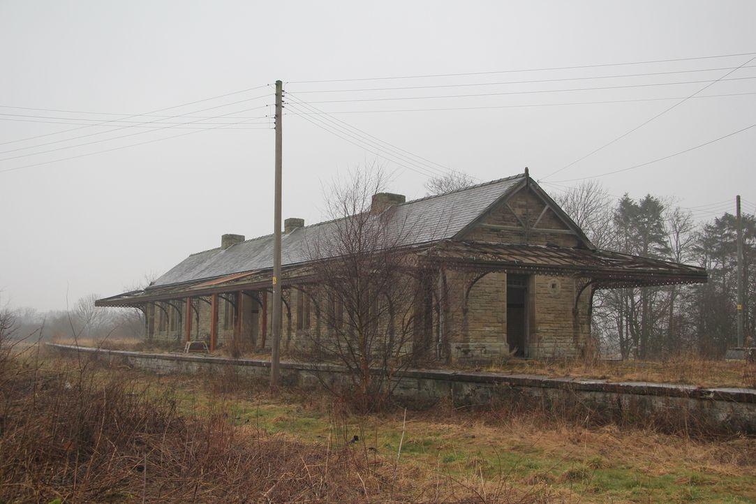 Durch einen Zufall erfährt der Geschäftsmann Lee Head, dass ein viktorianisches Bahnhofsgebäude in Northumberland zum Verkauf steht. Er schlägt sofo... - Bildquelle: Tiger Aspect Productions Ltd MMXIV