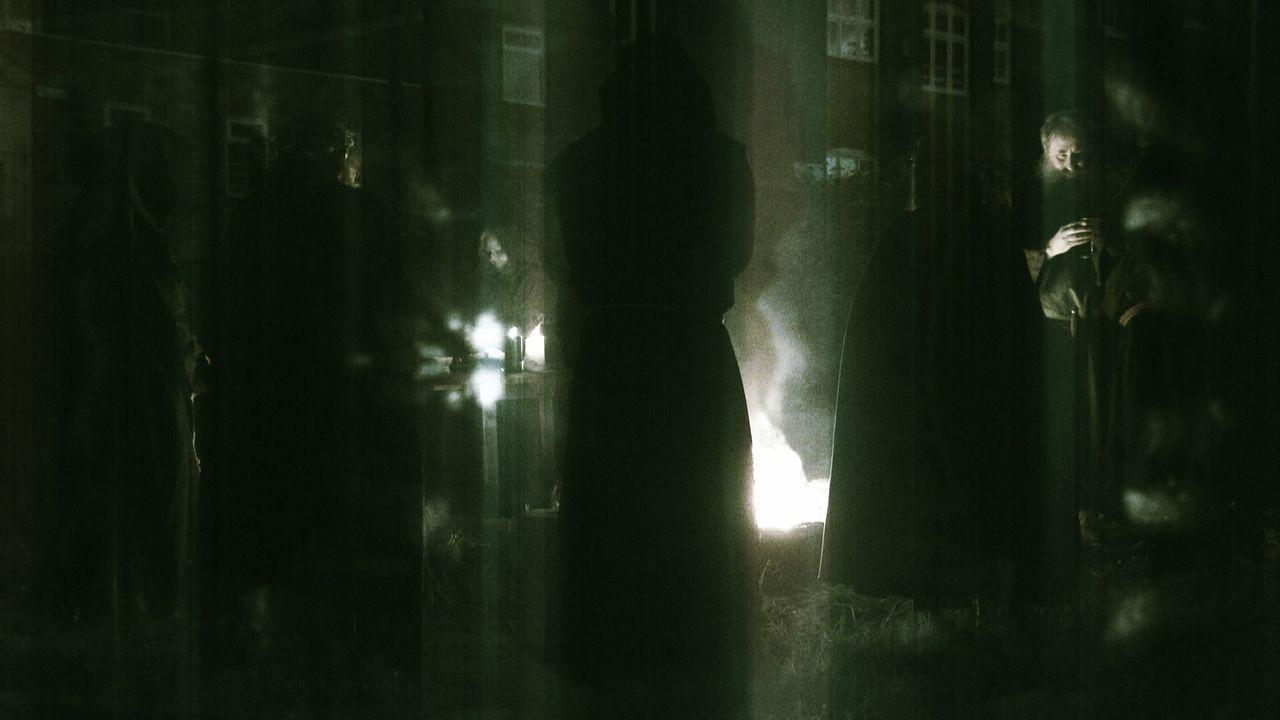 """""""Rästelhafte Geschichte"""" geht den Ritualen und Zeremonien des Satanskult nach und begibt sich in ein berüchtigtes Versteck des Hellfire Clubs, wo Lo... - Bildquelle: TCB Media Rights Ltd.."""