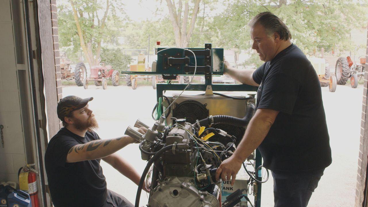 Thomas und Larry begutachten auf einer abgelegenen Farm in Alberta eine Samm... - Bildquelle: Productions Pixcom Inc.