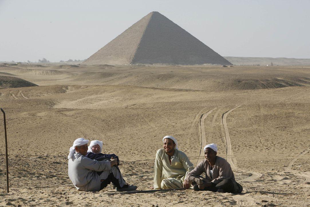 Die Mumienjäger führen unter der Regie von Dr. Hawass eine wichtige Pyramiden-Restauration durch, die sich als äußerst gefährlich gestaltet ... - Bildquelle: Shawn Baldwin