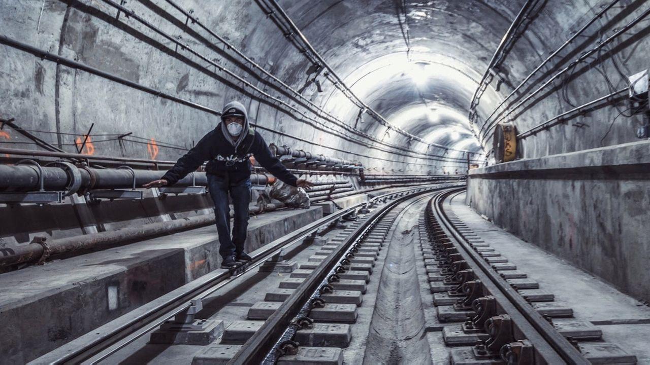 Immer auf der Suche nach verlassenen und faszinierenden Orten begeben sich manche Menschen sogar in große Gefahr ... - Bildquelle: kabel eins DOKU
