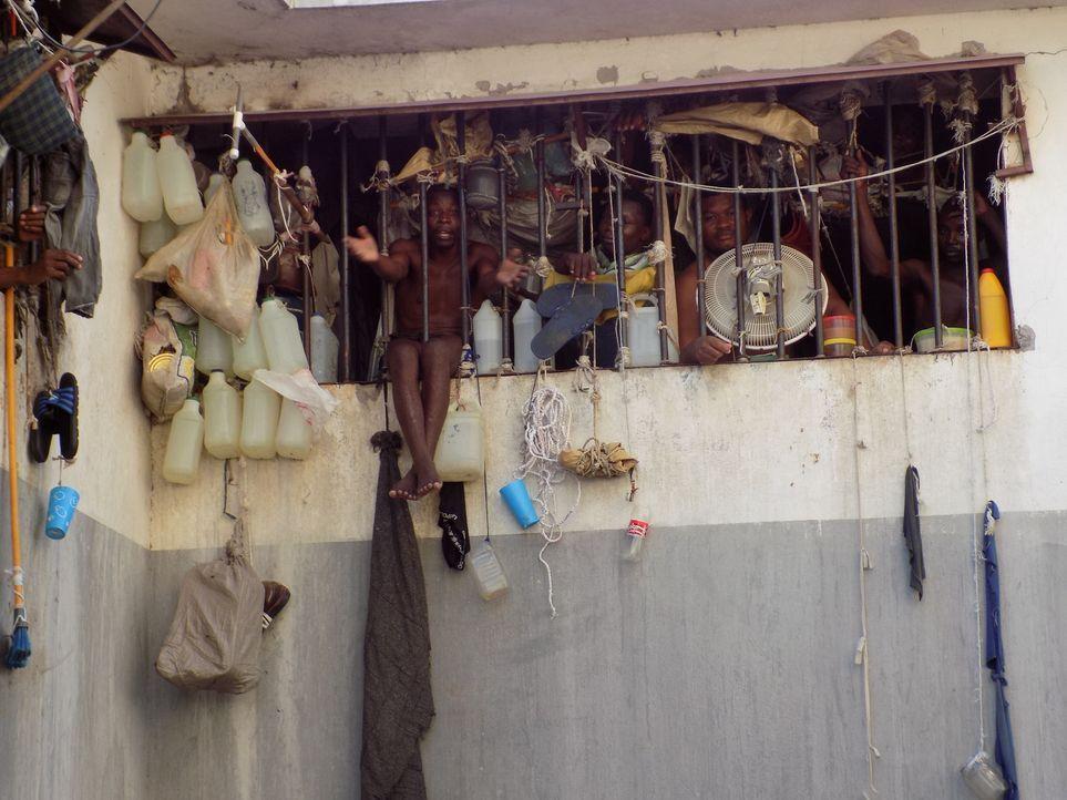 Eine Justiz, die völlig versagt: Dreiviertel der Insassen des völlig überfüllten Nationalgefängnisses von Haiti sind noch nicht einmal für ein Verbr... - Bildquelle: Quicksilver Media MMXVI