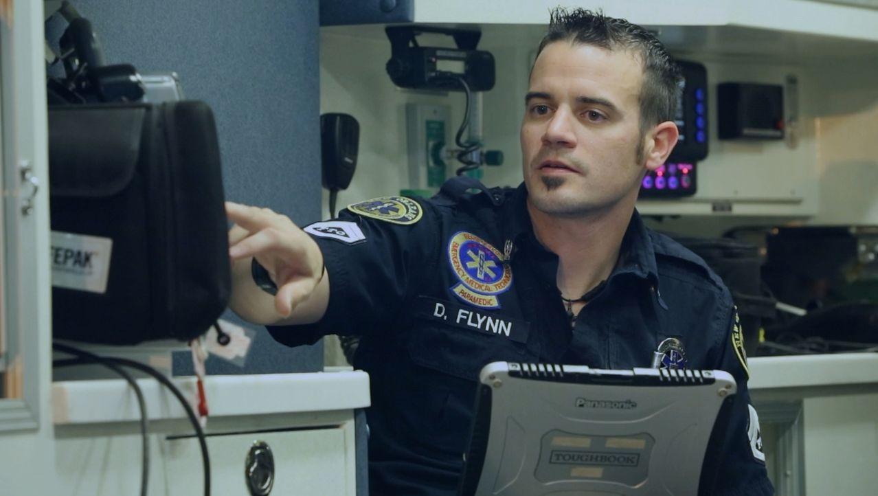 Immer einsatzbereit: Sanitäter Dan Flynn (Bild) und das Team auf der EMS-Feuerwache in New Orleans warten während der Nachschicht  in der Zentrale a... - Bildquelle: 2014 Wolf Reality, LLC and 44 Blue Productions, Inc.  All Rights Reserved.