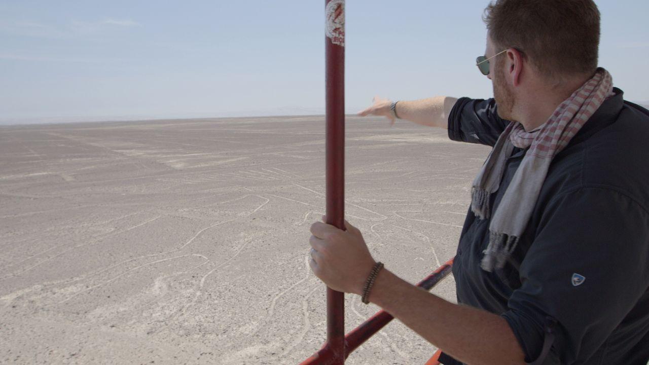 Was steckt hinter den kilometerlangen Linien und Tierfiguren, die vor Jahrtausenden in die Wüste gescharrt wurden und die man in voller Pracht nur a... - Bildquelle: 2015, The Travel Channel, L.L.C. All Rights Reserved.