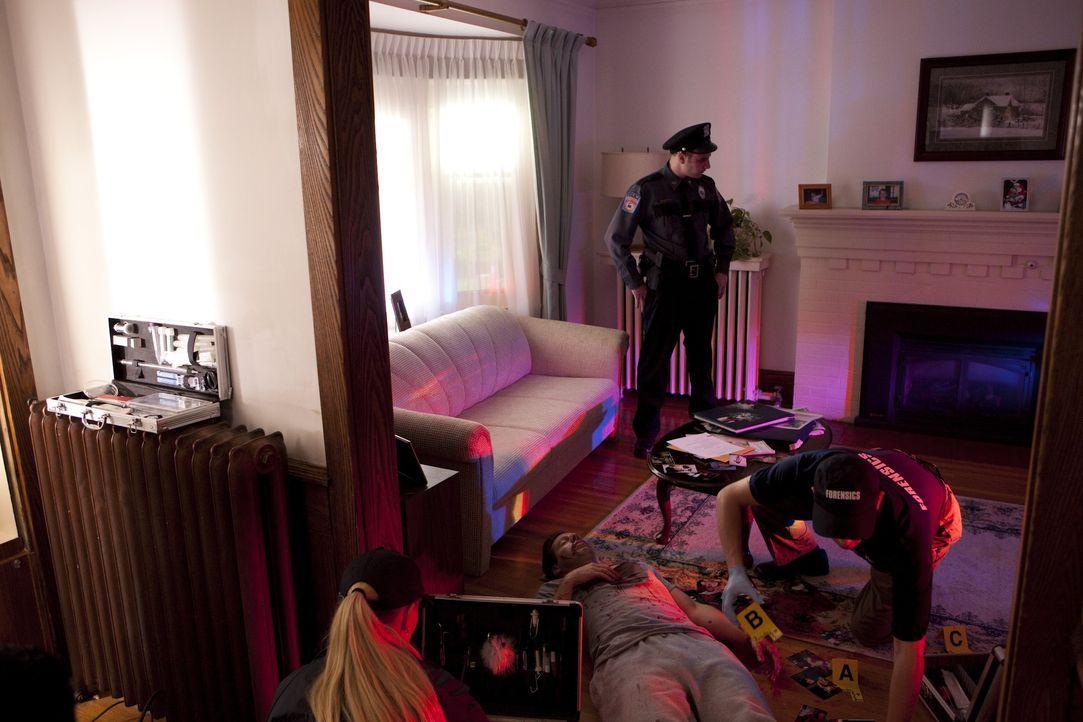 Kann der Polizei in diesem Fall vertraut werden? Einige Indizien weisen darauf hin, dass der Mörder aus den eigenen Reihen kommt ... - Bildquelle: Jeremy Lewis Cineflix 2010 / Jeremy Lewis
