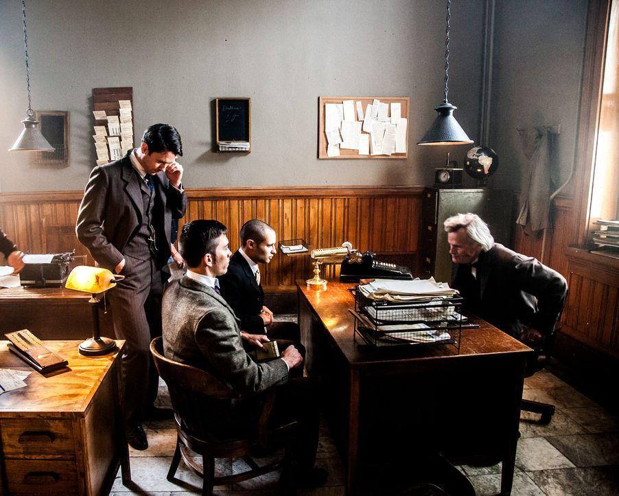"""Knallharter Zeitungsmacher: Nachdem William Randolph Hearst (l.) seine Mutter überzeugt hatte, ihm die Eigentumsrechte an der Zeitung """"San Francisco... - Bildquelle: John Frazer FRAZERS PHOTOGRAPHY"""