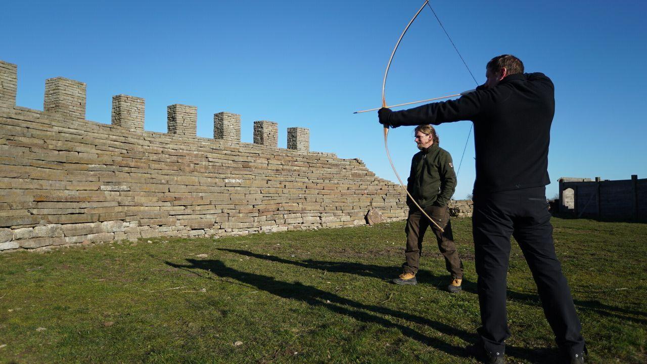 Archäologen entdecken in einer alten Burganlage im schwedischen Sandby Borg ... - Bildquelle: BLINK FILMS 2019