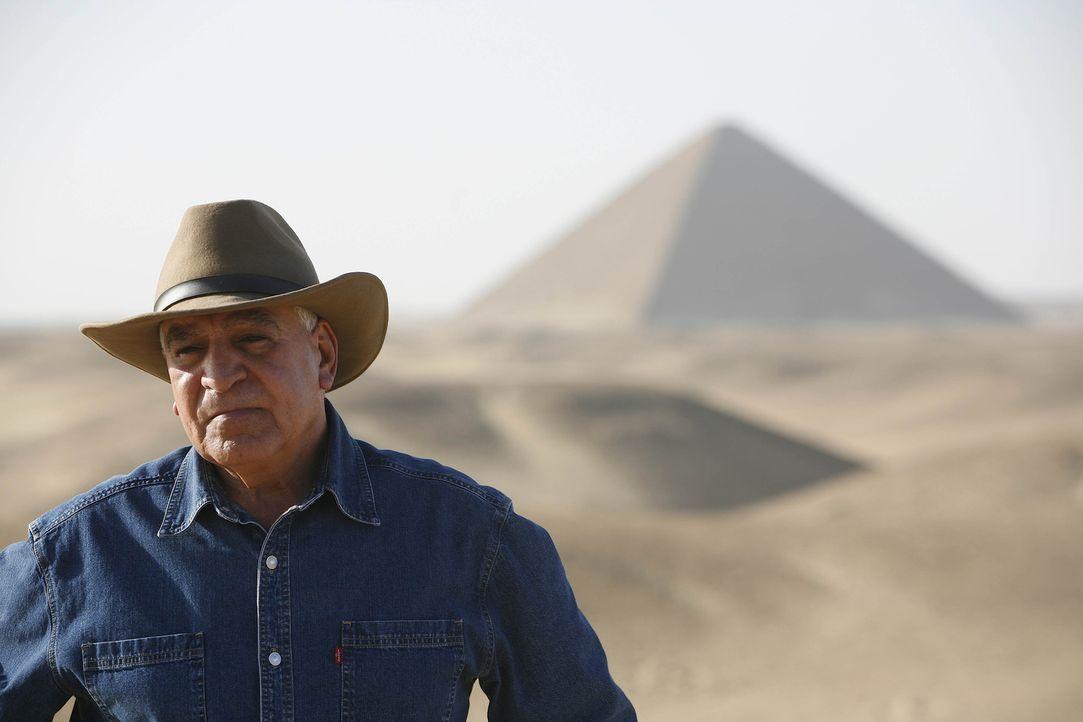 Dr. Hawass überwacht die gefährlichen Restaurationen der Step Pyramide, die älteste der Welt, um der Vergangenheit auf den Grund zu gehen ... - Bildquelle: Shawn Baldwin