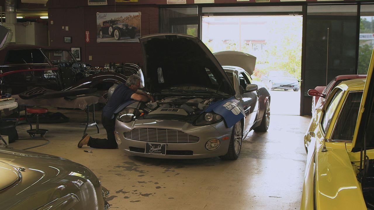 Probleme mit dem Aston Martin - Bildquelle: Productions Pixcom Inc.