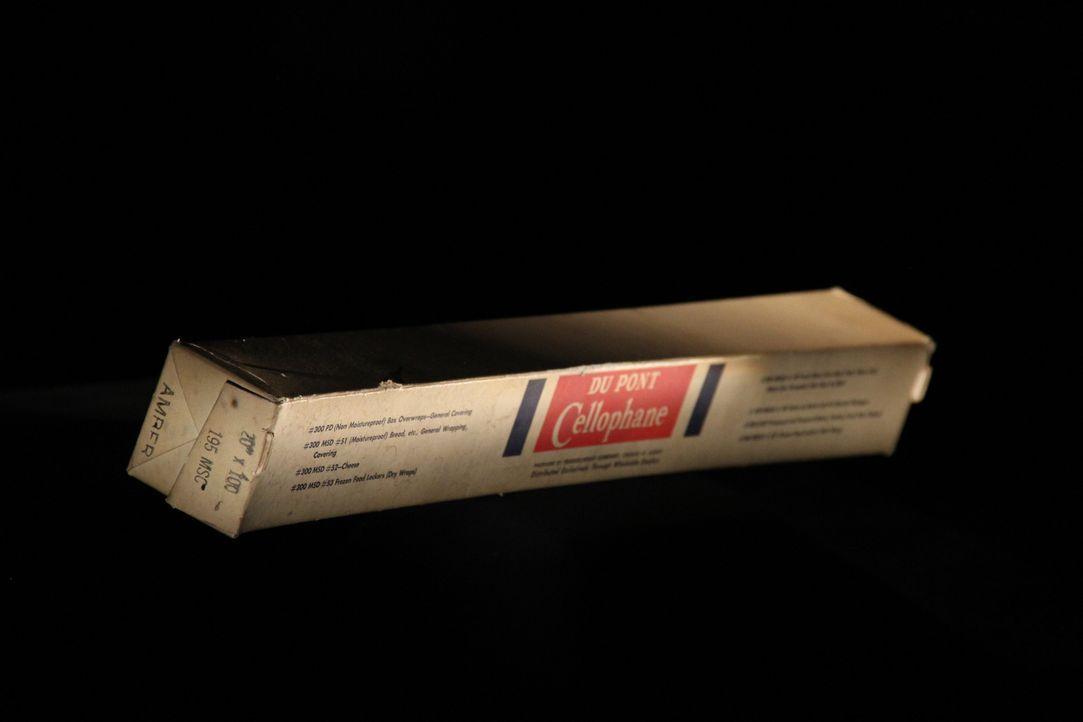 In dieser Folge erinnert Don Wildman an die Erfindung des Zellophans. Die sehr dünne und durchsichtige Folie aus Viskose wird meist zum Verpacken vo... - Bildquelle: 2014, The Travel Channel, L.L.C. All Rights Reserved.