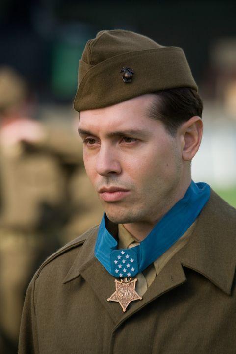 John Basilone (Jon Seda) erhält für seine Tapferkeit bei der Verteidigung von Henderson Field die Medal of Honor. Außerdem wird er nach Hause geschi... - Bildquelle: Home Box Office Inc. All Rights Reserved.