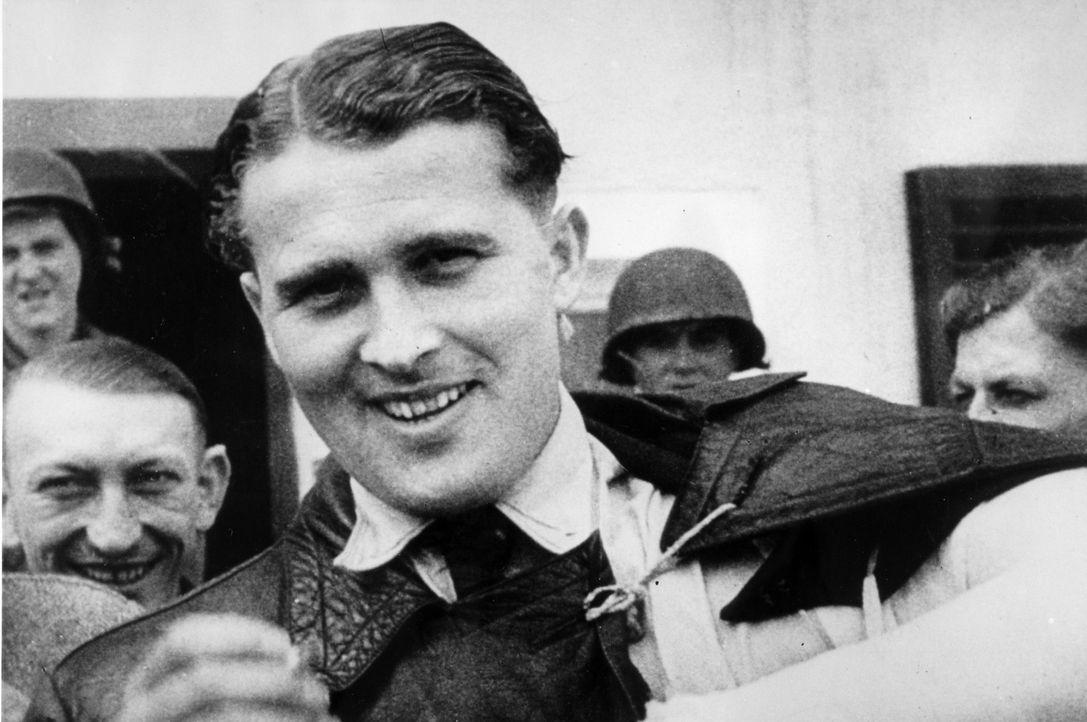 Wernher von Braun entwickelte für die Nazis neuartige Raketen und ergab sich nach dem Ende des zweiten Weltkriegs freiwillig den Amerikanern. Er rec... - Bildquelle: Vivendi Content and Lets Pix Productions