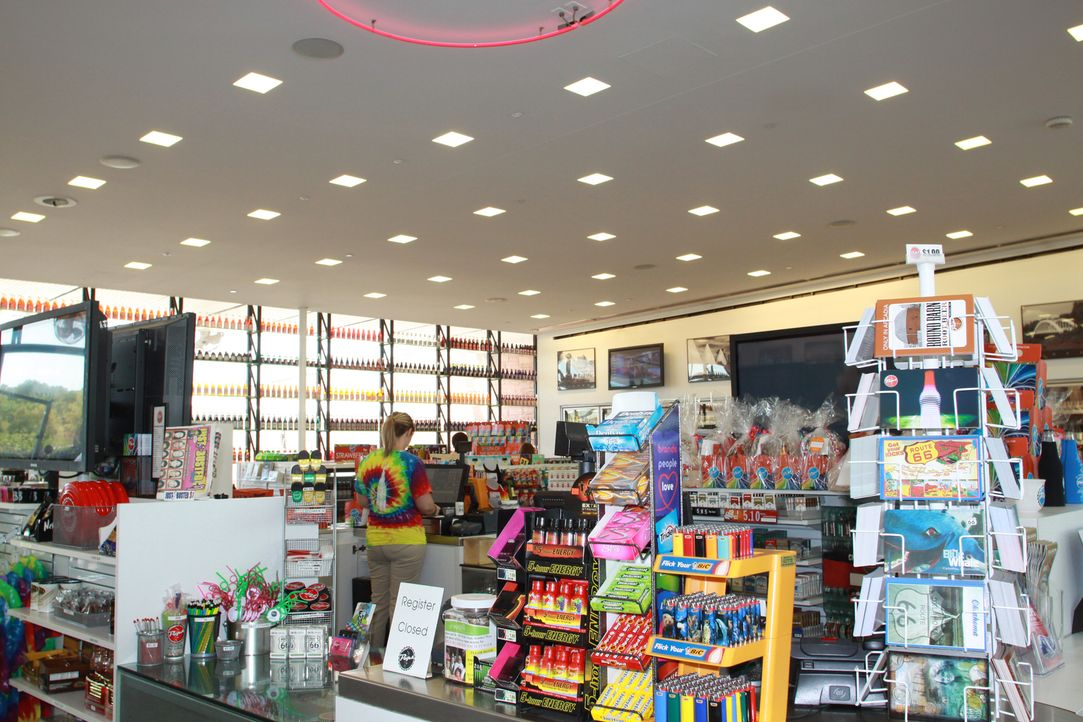 160 Millionen Amerikaner besuchen täglich einen Mini-Supermarkt - sogenannte Convenience Stores. Doch kaum jemand weiß, dass jedes kleinste Detail d... - Bildquelle: 2011 A&E TELEVISION NETWORKS. ALL RIGHTS RESERVED.  2011 A&E TELEVISION NETWORKS. ALL RIGHTS RESERVED.